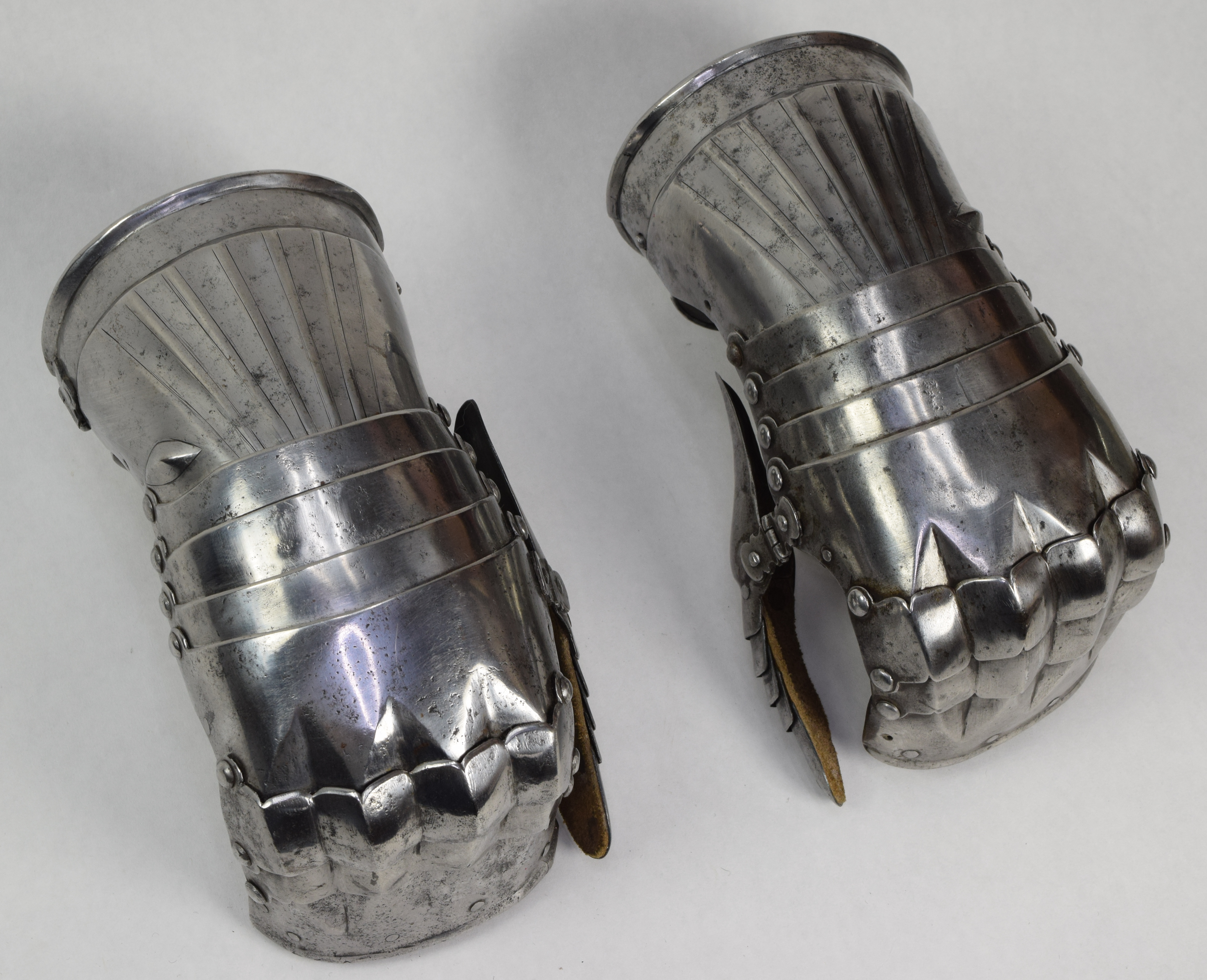 German Gauntlets - A-100-AngleGrey
