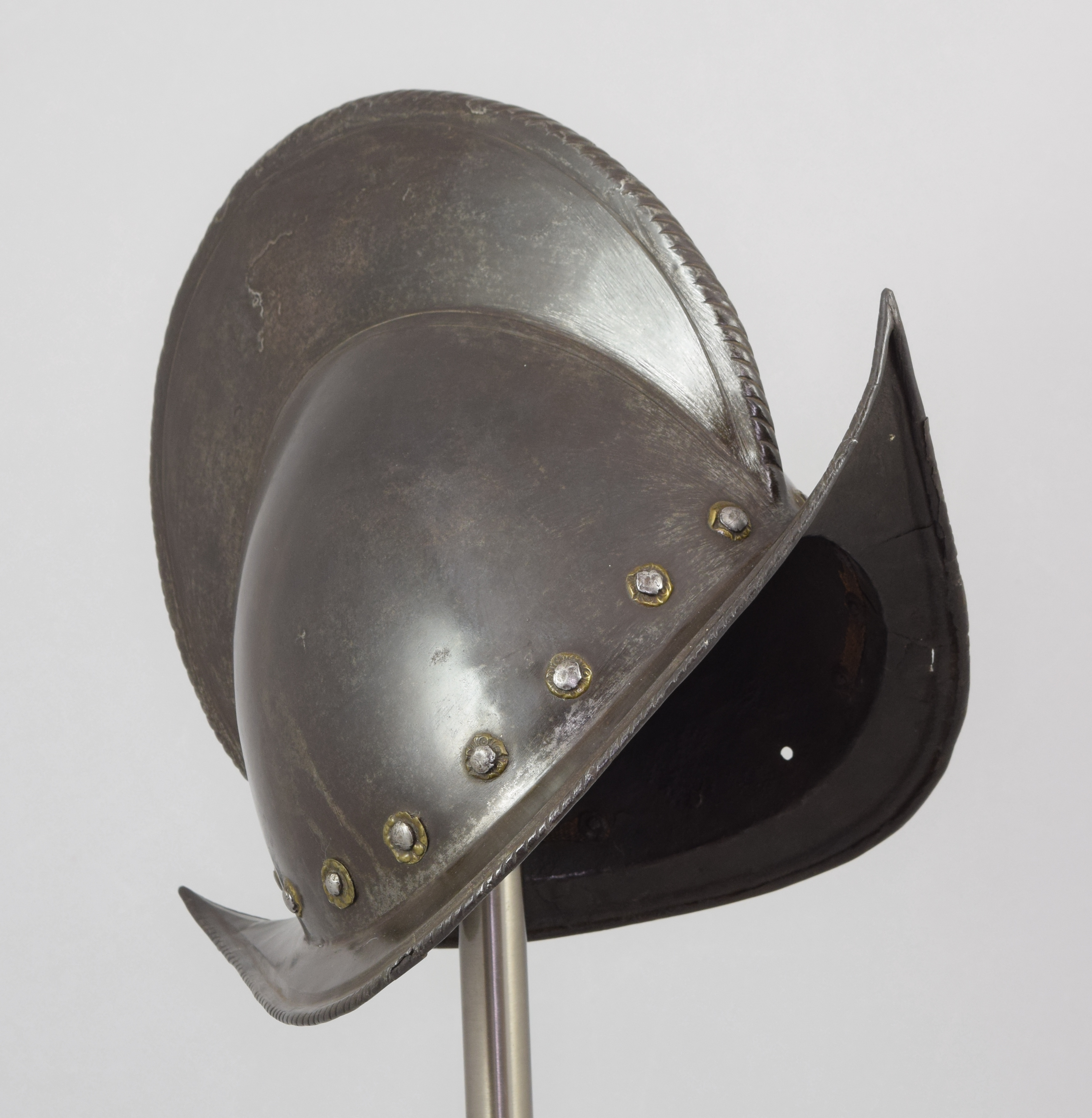 Morion - A-184-grey-front-angle