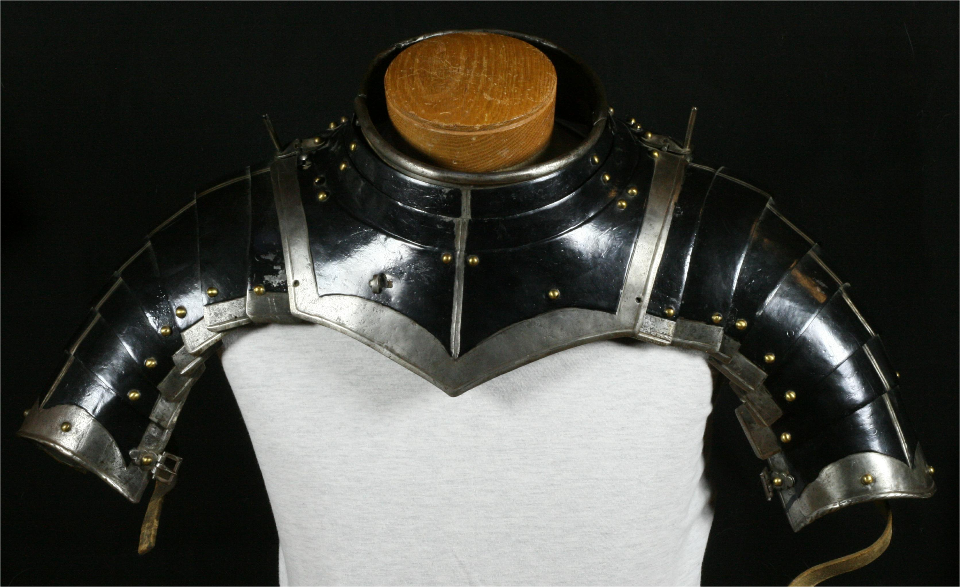 Gorget with munions - A-219-a