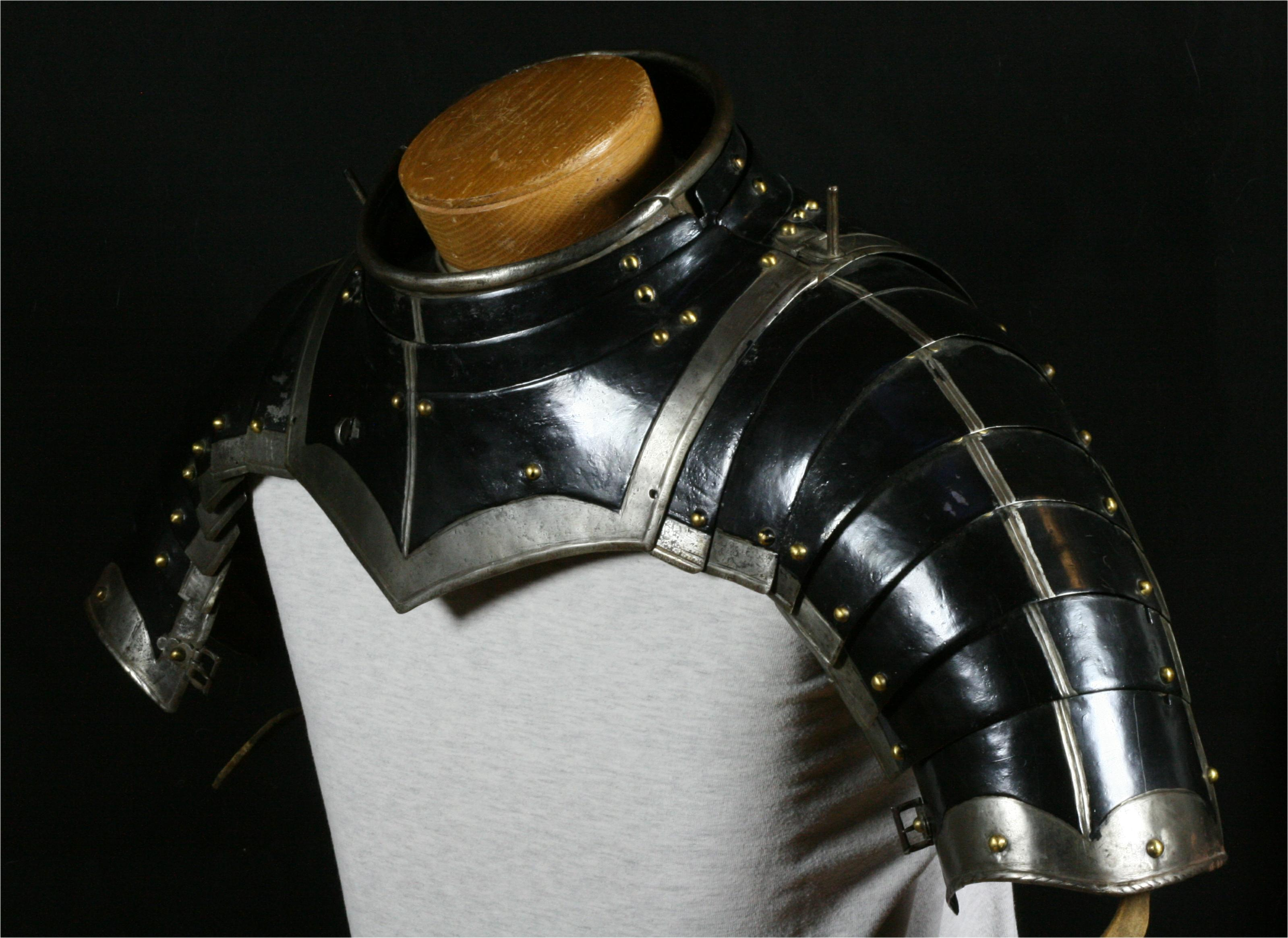 Gorget with munions - A-219-angle