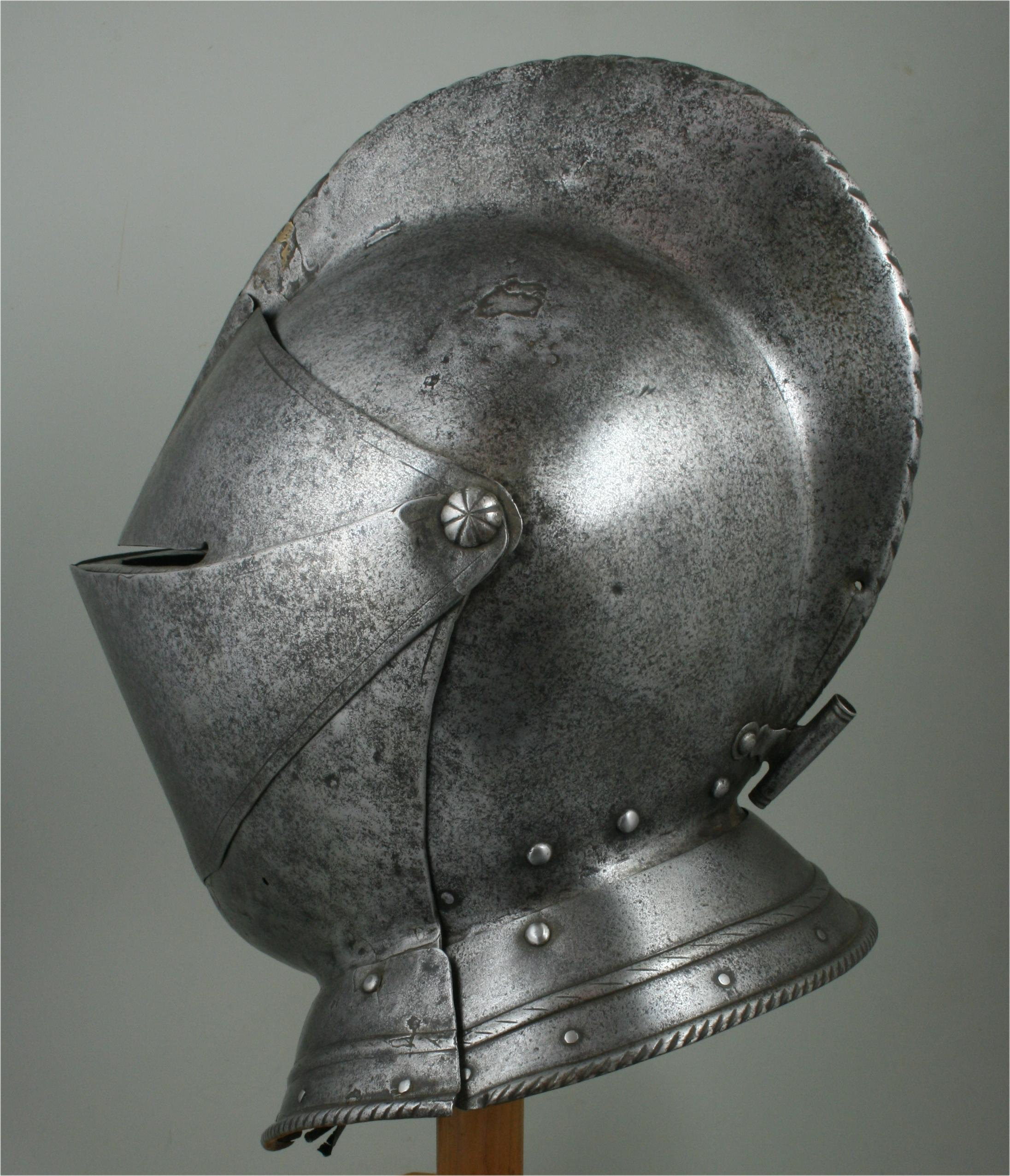 Close Helmet - A-267-a-left-angle-back
