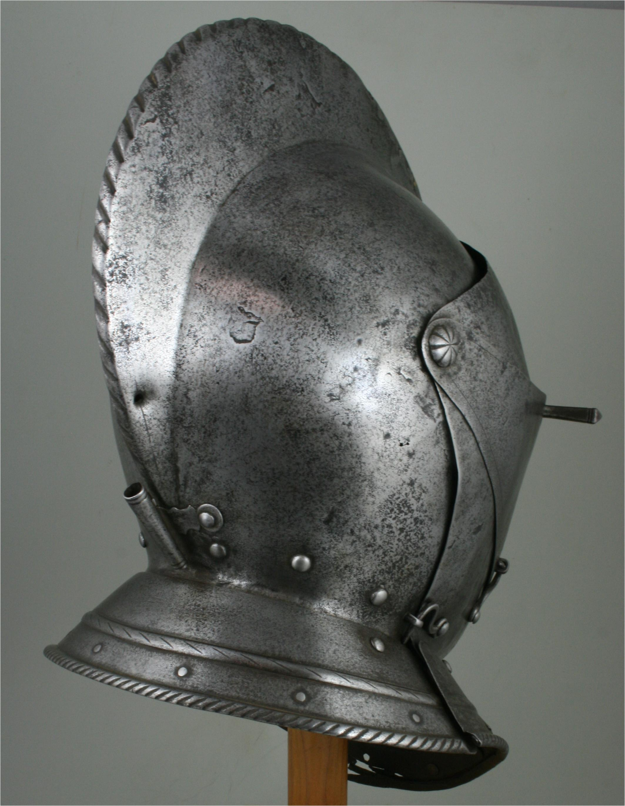 Close Helmet - A-267-a-right-angle-back